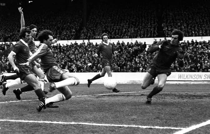 Clemence attempts to save an shot from Chelsea midfielder Ray Wilkins