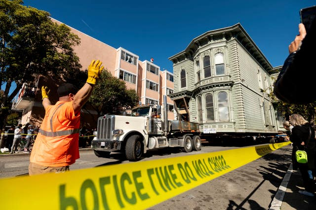 CORRECTION House Move San Francisco