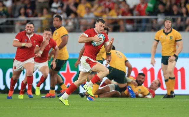 Gareth Davies breaks clear for Wales' second try