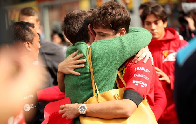 The mother of Anthoine Hubert embraces Ferrari driver Charles Leclerc
