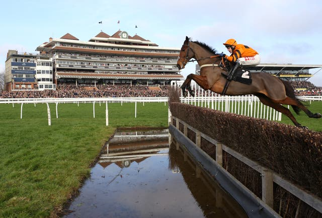 Thistlecrack carried all before him as a novice