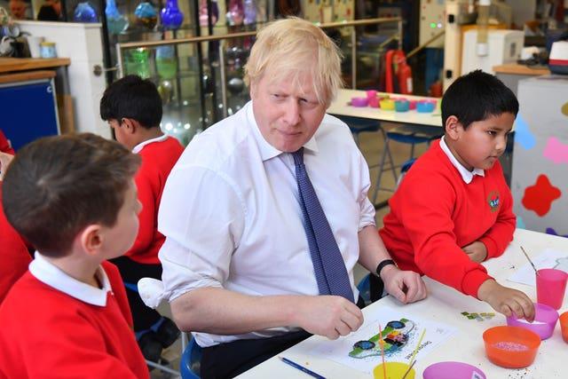 Schools in England receive £2.2bn funding increase, 2.52242260%, daily-dad%