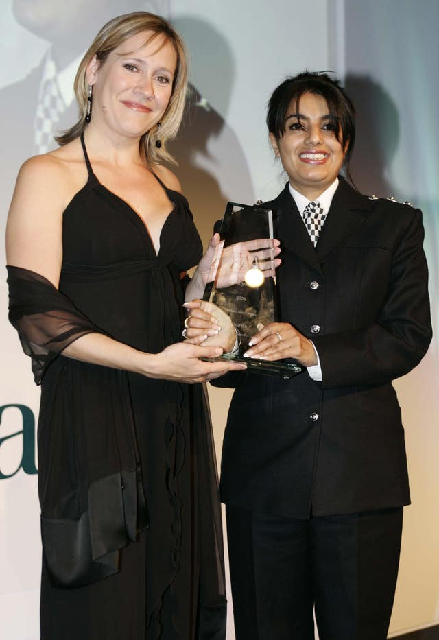 Sophie Raworth from the BBC presents Parm Sandhu with an award in 2006