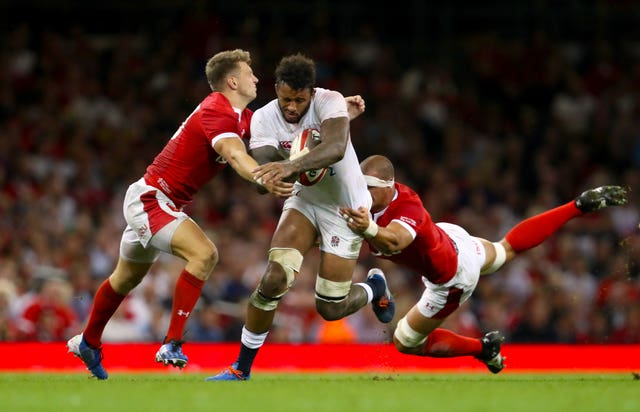 Dan Biggar (left) attempts to tackle Courtney Lawes