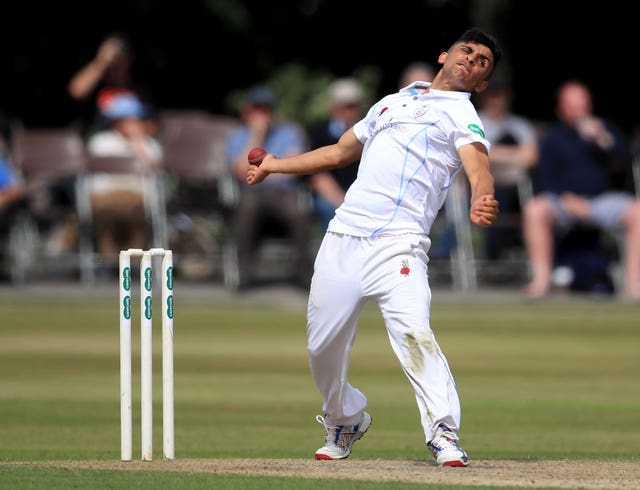 Hamidulla Qadri in action for former side Derbyshire.
