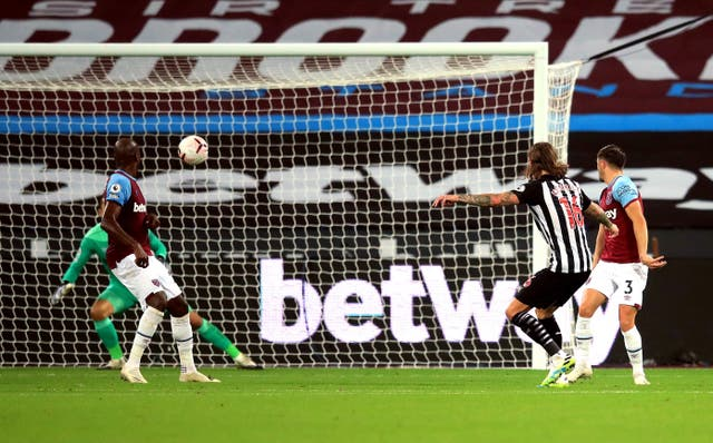 Jeff Hendrick, second right, scores Newcastle's game-clinching second goal at West Ham