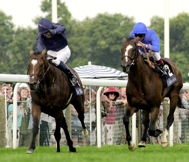 Galileo (left) saw off Fantastic Light in the 2001 King George