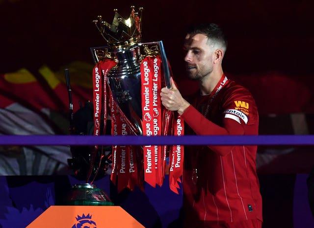 Henderson lifts the Premier League Trophy