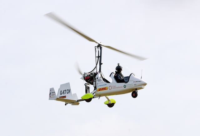 Round-the-world gyrocopter record bid
