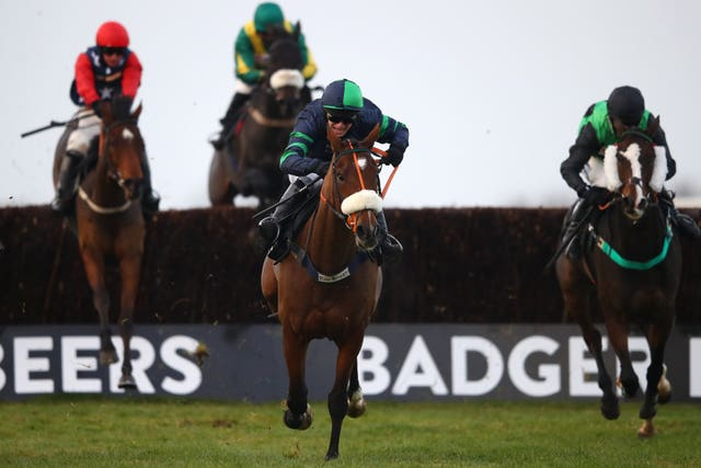 El Presente and DAvid Bass (middle) steer a victory route in the Badger Beers Silver Trophy Handicap Chase at Wincanton