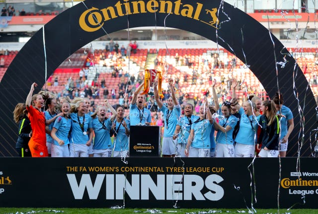 Steph Houghton lifts the trophy after Manchester City Women beat Arsenal Women 4-2 on penalties to win the Continental Cup