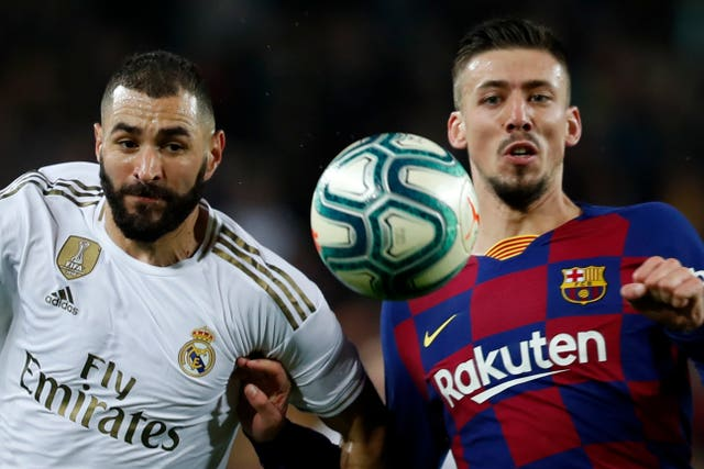 Real Madrid's Karim Benzema, and Barcelona's Clement Lenglet fight for the ball