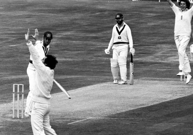 Bob Willis celebrates the wicket of Ausralia's Geoff Lawson at Headlingley