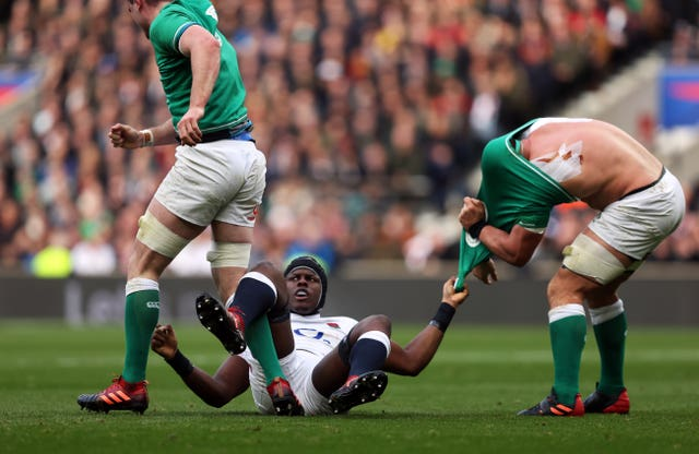 A 24-12 win over Ireland at Twickenham kept England's title hopes alive