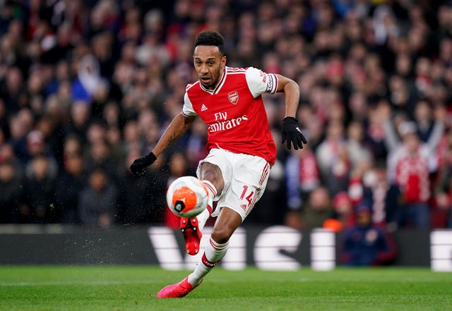 Pierre-Emerick Aubameyang tucks home his first finish