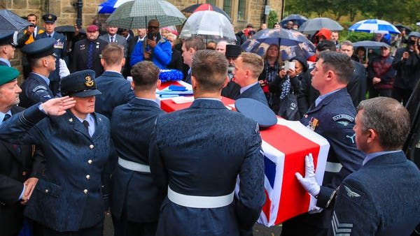 Hundreds turn out to pay respects to 100-year-old RAF veteran