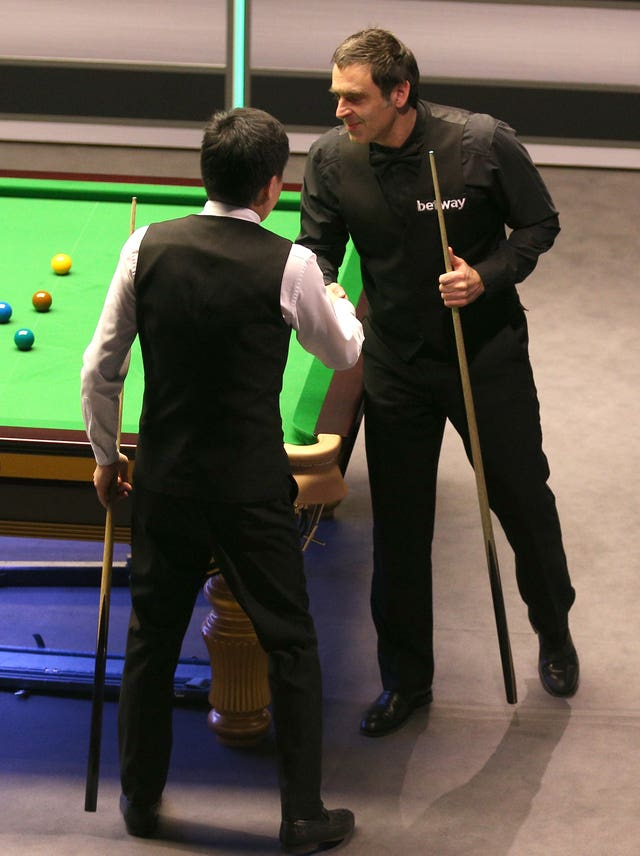 Ronnie O'Sullivan (right) and Ding Junhui shake hands after their last-16 clash