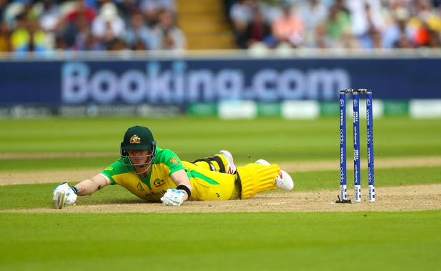Steve Smith dives to make it in for a quick single