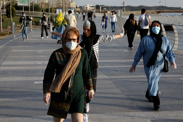 People in facemasks in Tehran