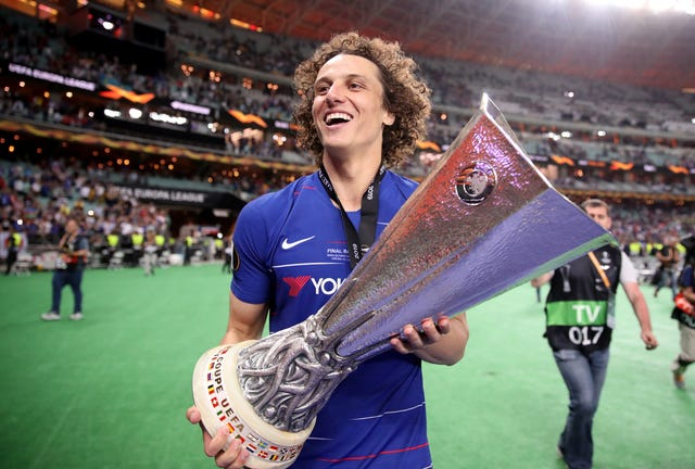 David Luiz holds the trophy