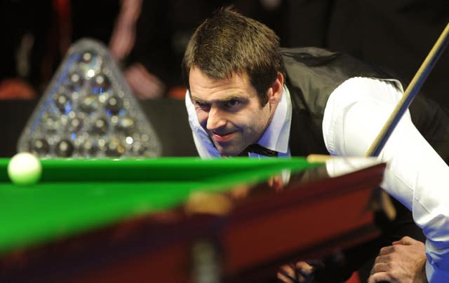 Ronnie O'Sullivan lines up a shot in 2010