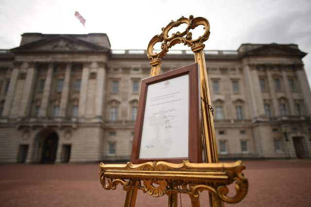 The easel in front of Buckingham Palace