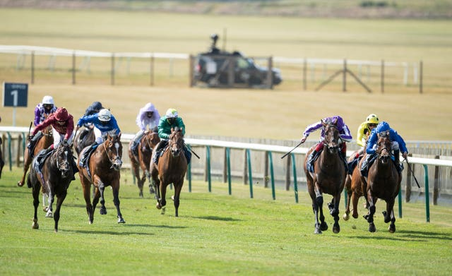 Kameko (left) stuck his neck out for Oisin Murphy in the 2000 Guineas