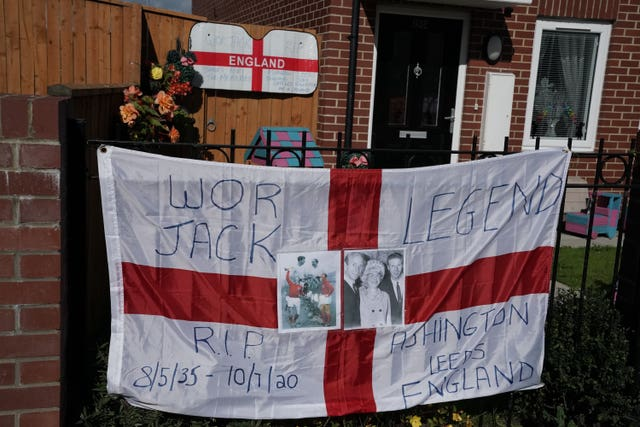 Tributes left to the England and Leeds legend