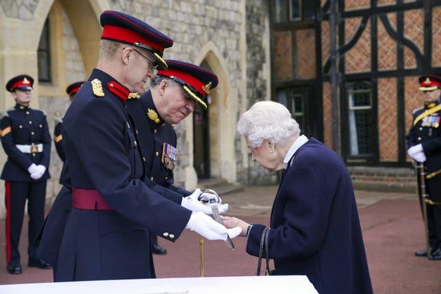 Queen Elizabeth II meets the Royal Regiment of Canadian Artillery