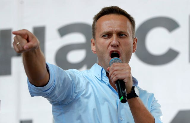 Kremlin critic Navalny detained after landing in Moscow ...