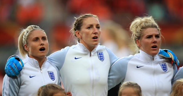 Siobhan Chamberlain (centre) won 50 England caps (Mike Egerton/PA).