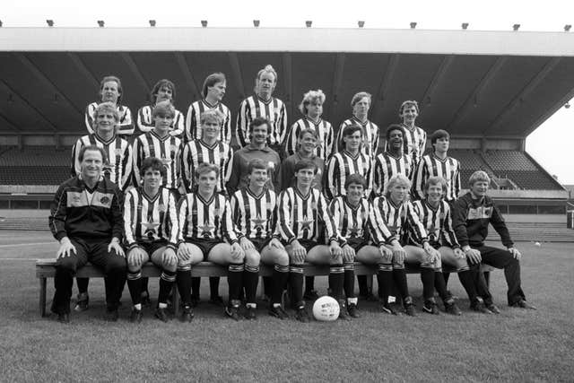 Glenn Roeder and his Newcastle team-mates