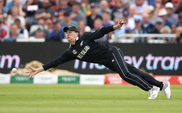 New Zealand's JP Duminy attempts a catch
