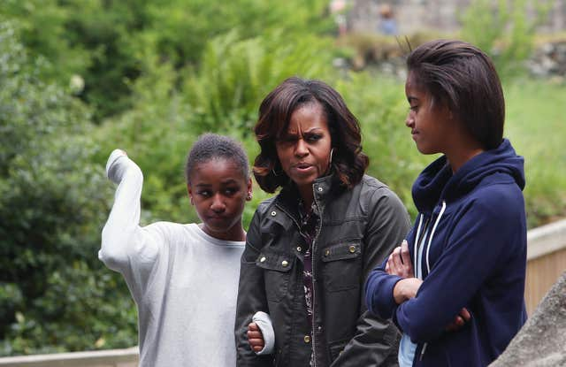 US First Lady Michelle Obama and her two daughters Malia Ann (right) and Sasha who received a note from George W. Bush's daughters (Julien Behal/AP)