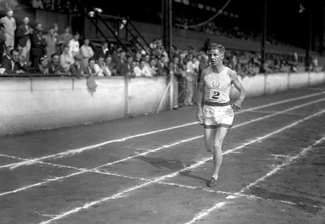 Jack Lovelock set the world mile record in 1933