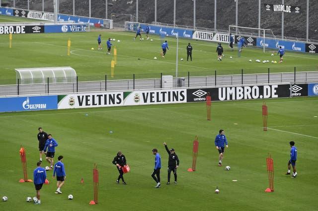 Bundesliga club Schalke back in training