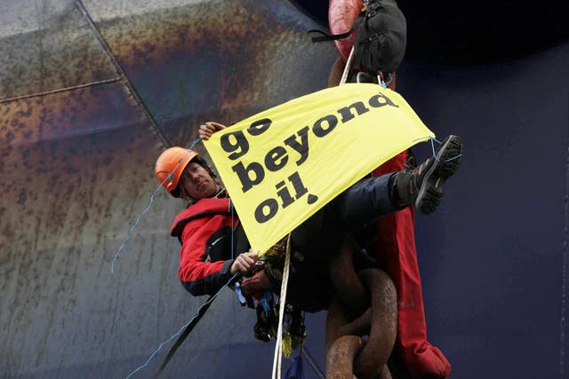 Greenpeace duo attempt to halt oil drill ship