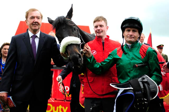 Dermot Weld (left) with Pat Smullen and Harzand after winning the 2006 Irish Derby