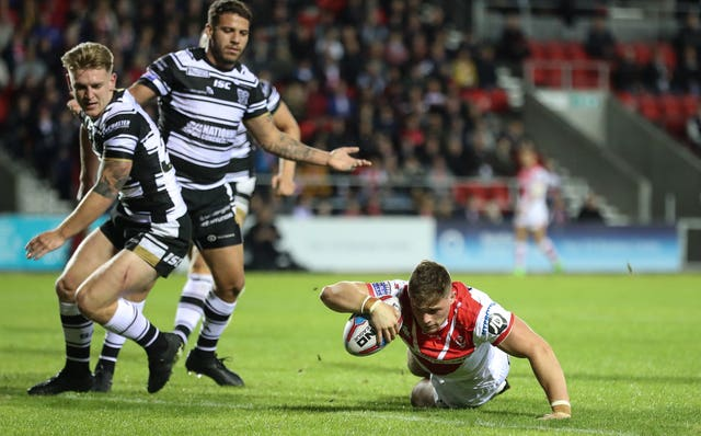 Morgan Knowles goes over for a try