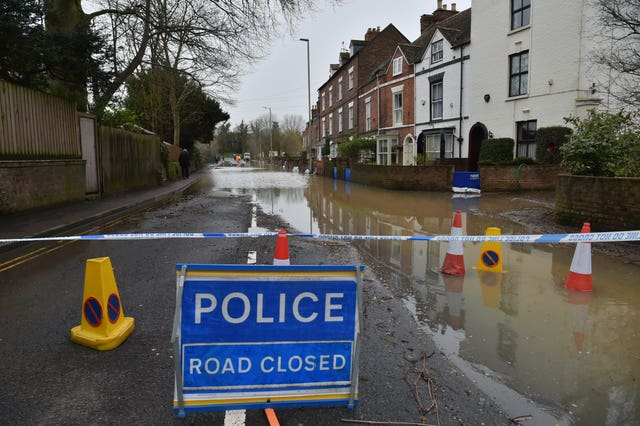 Gloucester Road in Tewkesbury closed due to flooding