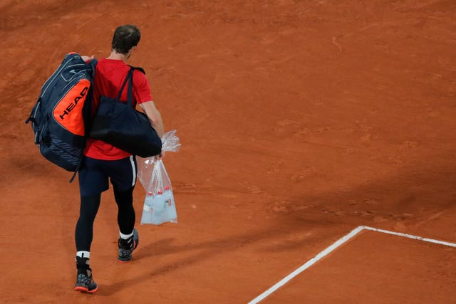 Andy Murray walks off court after his heavy loss to Stan Wawrinka