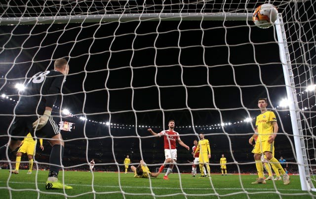 Arsenal's Shkodran Mustafi (centre) scores his side's second goal