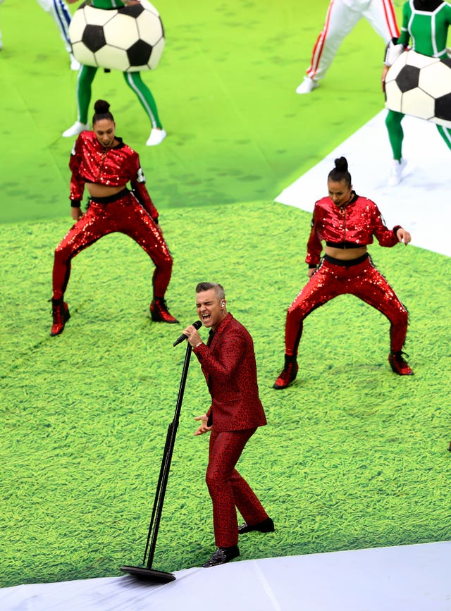 Robbie Williams' back-up dancers stole the show with