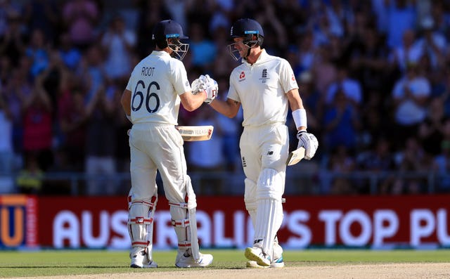 Joe Root and Joe Denly's partnership on Saturday evening put England in with a chance of chasing the record total to keep the Ashes alive