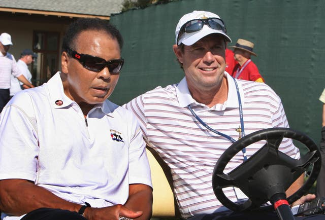 Azinger speaks with former boxer Muhammad Ali during practice at Valhalla