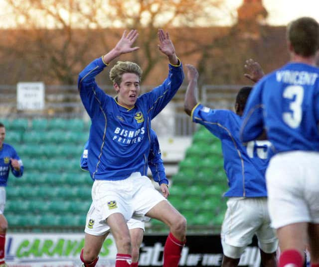 After one year at Loftus Road, Crouch joined Portsmouth, scoring 18 league goals in the 2001/02 season