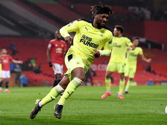 Allan Saint-Maximin mencetak gol penyeimbang yang luar biasa untuk Newcastle di Old Trafford