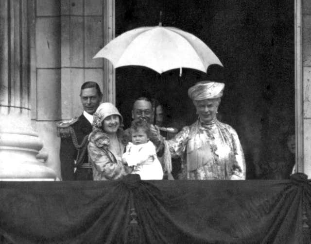 King George V and family at Buckingham Palace