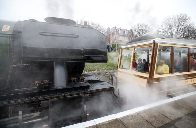 Flying Scotsman couple to carriage