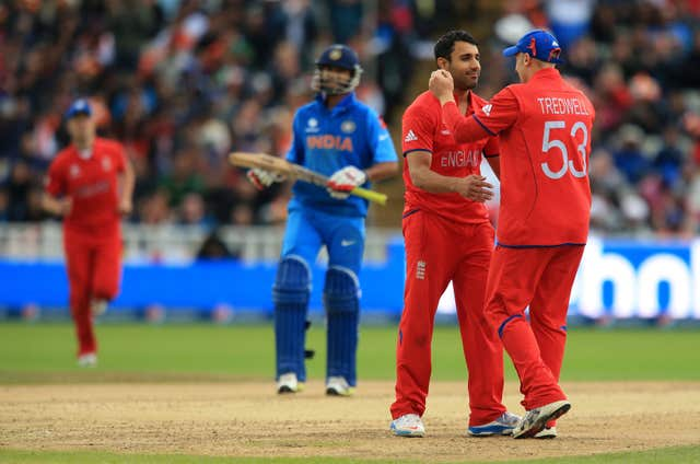 Ravi Bopara, second right, and James Tredwell got England back on track with crucial wickets